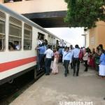 Wenn der Zug bereits voll ist, passen noch mal 100 Personen in jeden Wagen