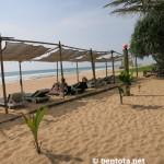 Awanhala Beach Bestaurant Liegen am Strand