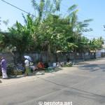 Strassenverkauf neben dem Markt