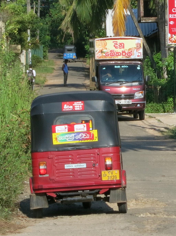 Fahrende Brothändler in Induruwa
