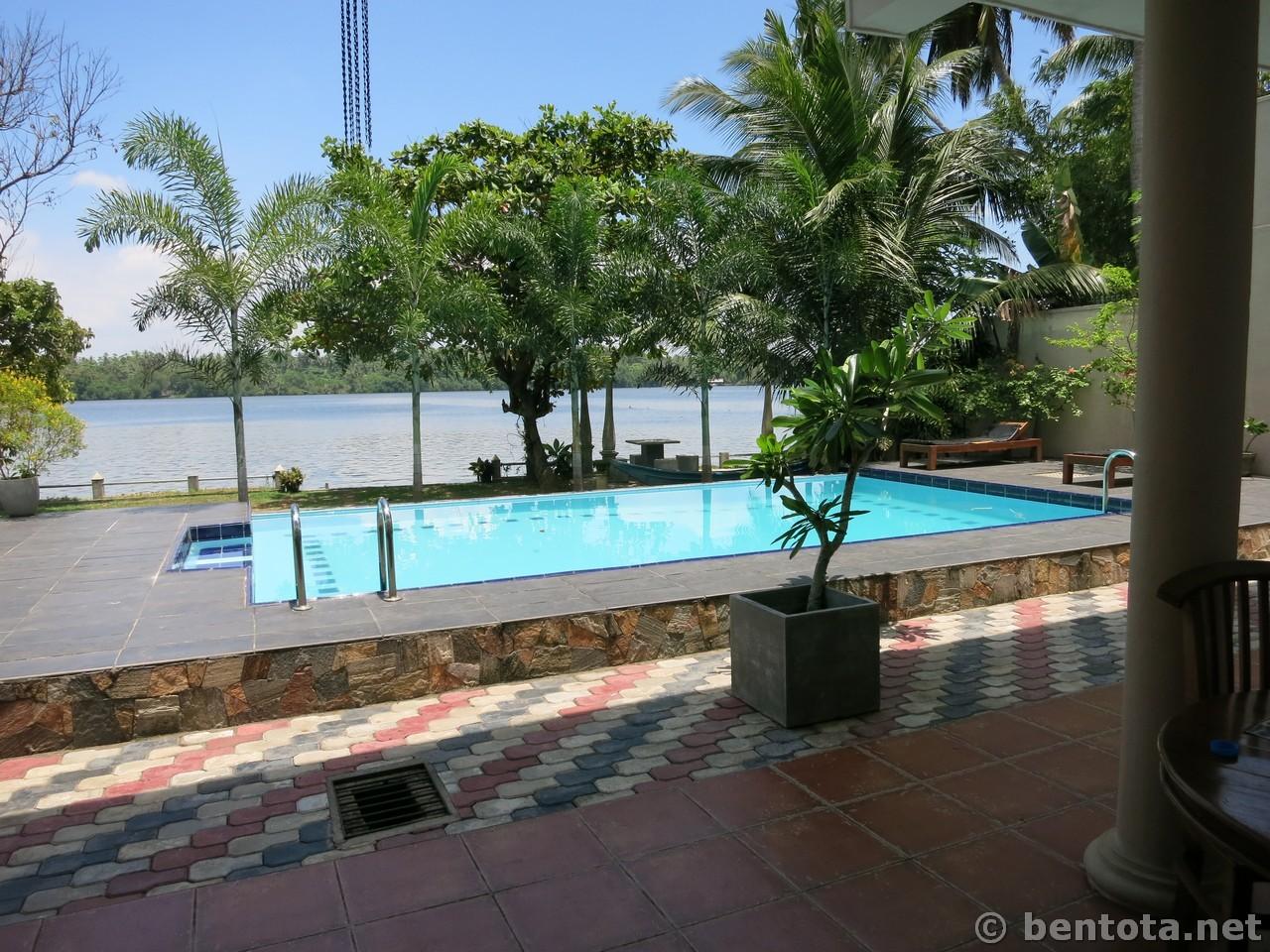 Riverbank Hotel 02
